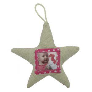 Ster van stof om op te hangen met plaats voor een foto van de baby