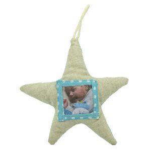 Stoffen gevulde ster in blauw met plaats voor fotootje.