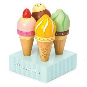 TV328 houten ijsjes in standaard